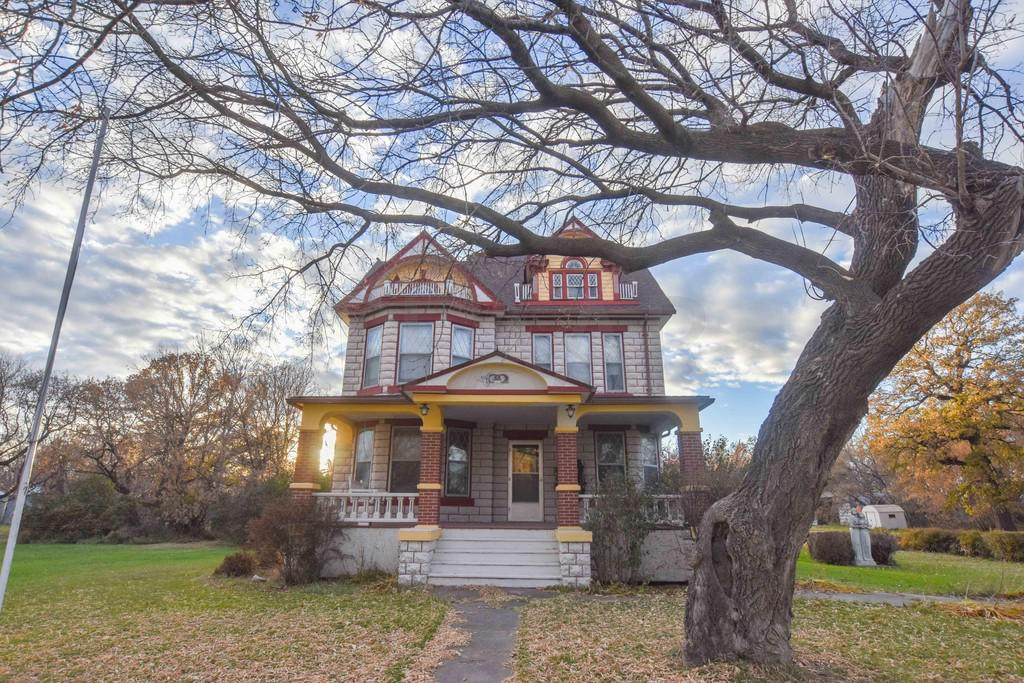 1910 Victorian Bed And Breakfast In Mountain North Dakota