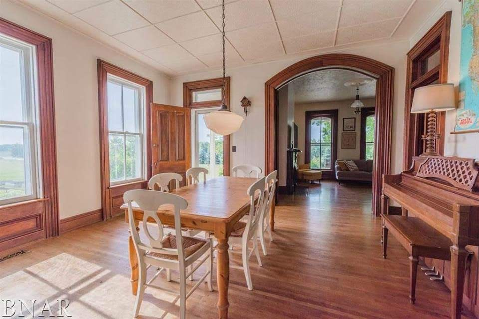 1859 Italianate For Sale In Danvers Illinois