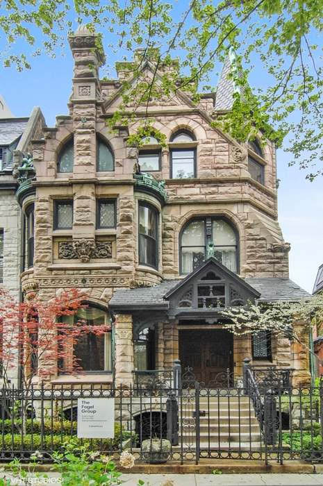 1886 Stone Mansion In Chicago Illinois