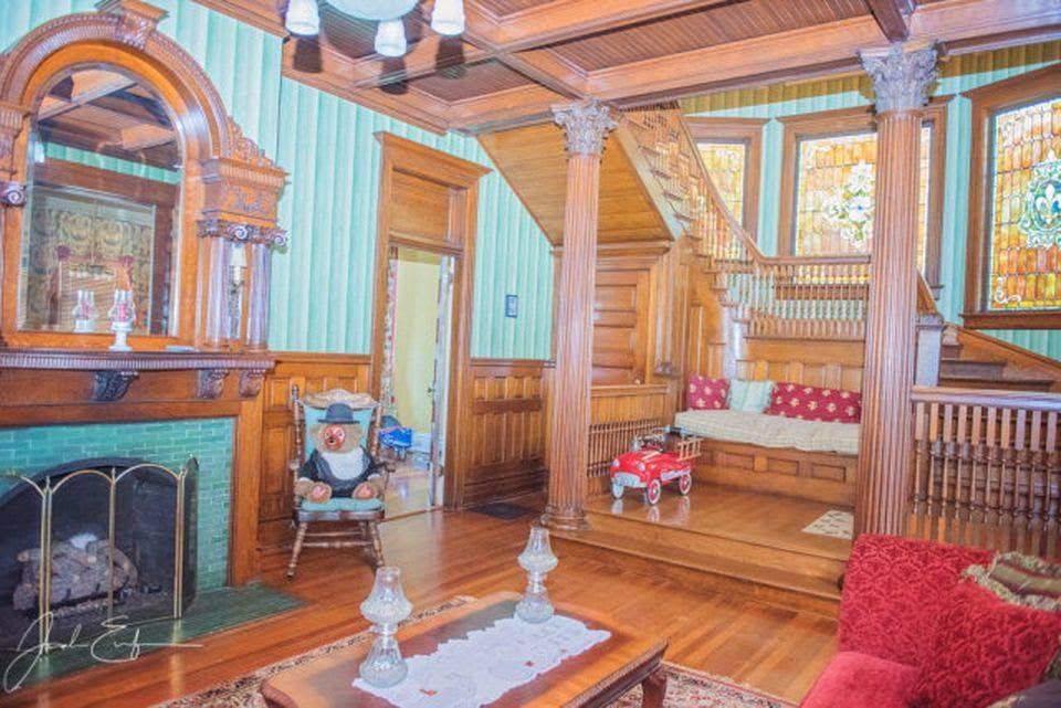 1905 Mansion In Troy Alabama