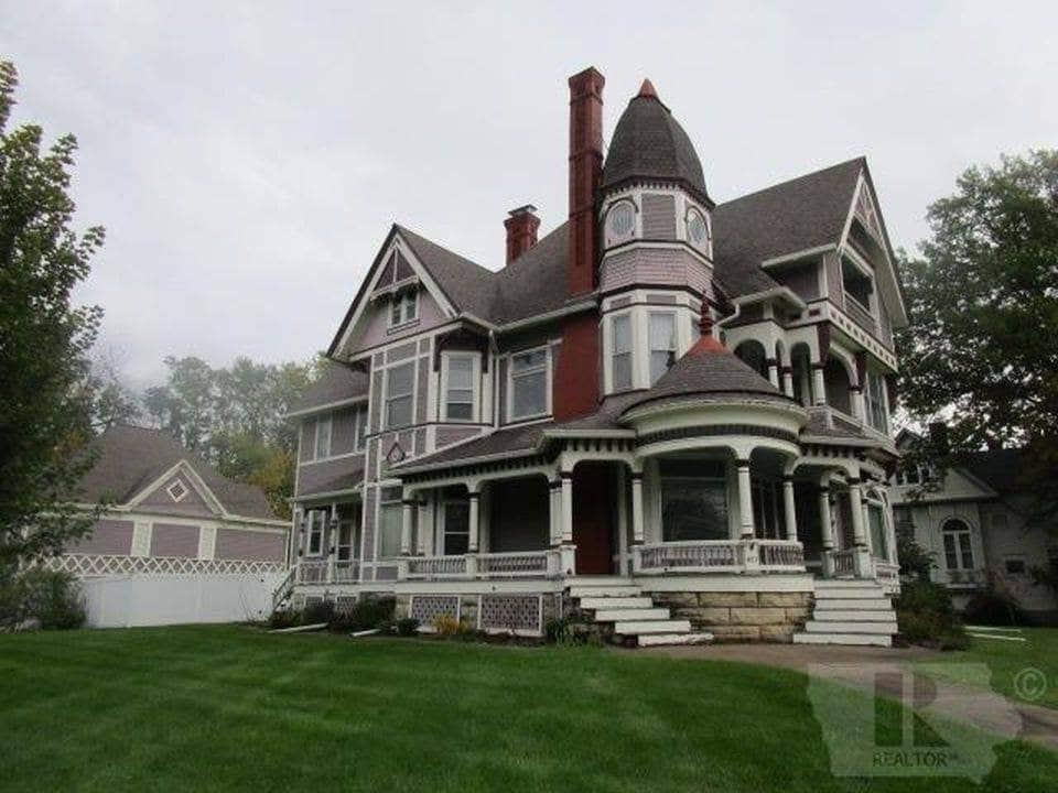 1896 Victorian In Fairfield Iowa