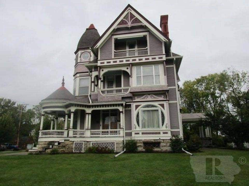 1896 Victorian For Sale In Fairfield Iowa