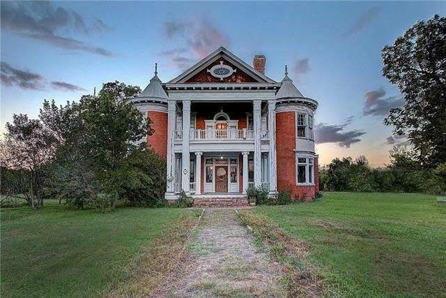 1897 Historic House In Manor Texas