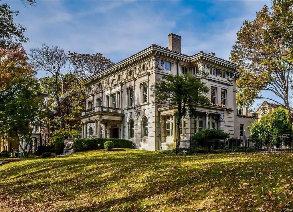 1895 Mansion In Saint Louis Missouri