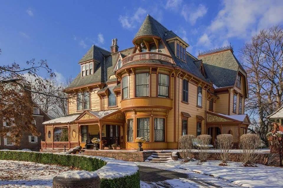 1892 Hoyt Mansion In Lowell Massachusetts