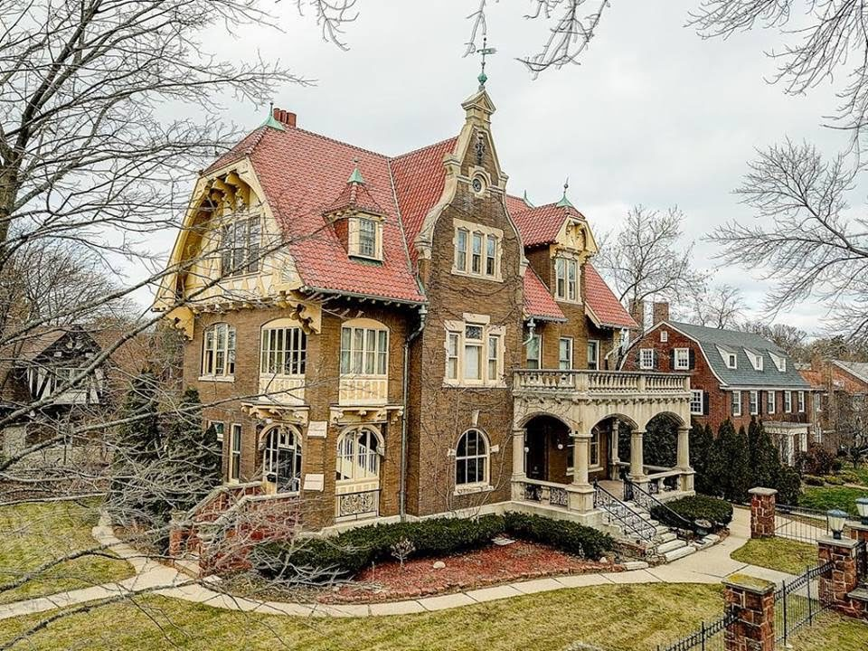 1899 Mansion In Milwaukee Wisconsin