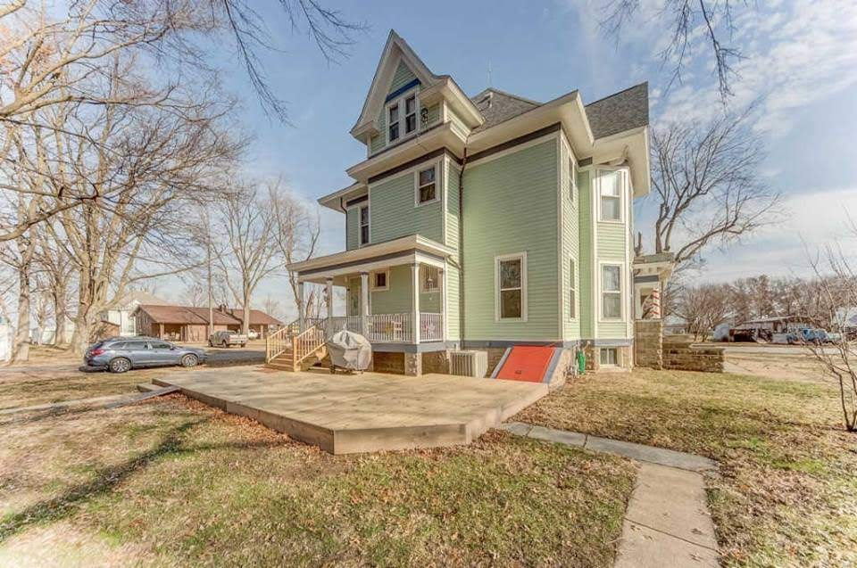 1907 Victorian For Sale In Aviston Illinois