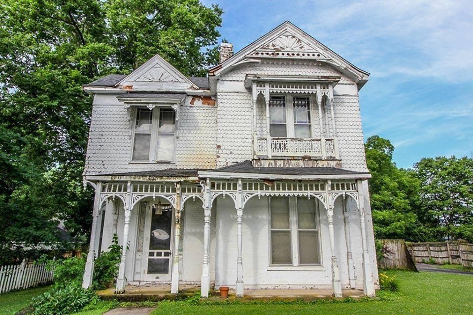 1900 Fixer-Upper In Paris Kentucky