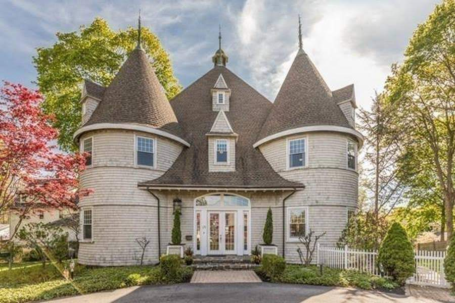 1850 Converted Carriage House In Marblehead Massachusetts