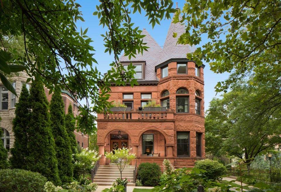 1895 Stone Mansion In Chicago Illinois