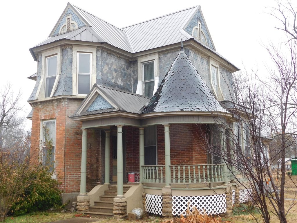 1870 Victorian In Chetopa Kansas