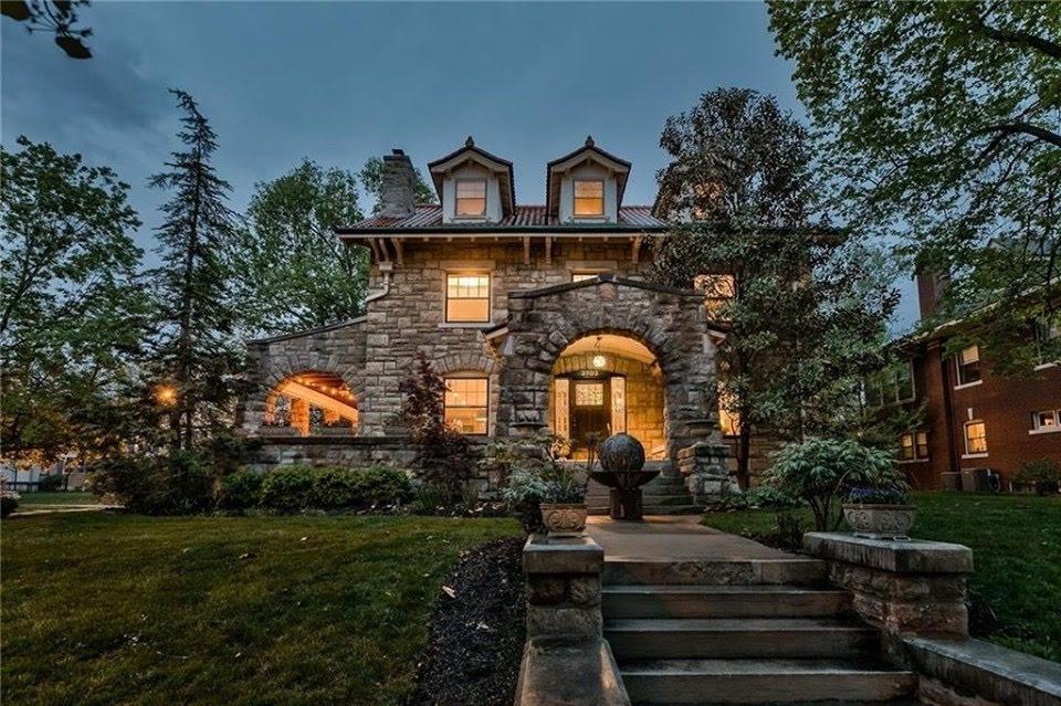 1913 Stone House In Kansas City Missouri