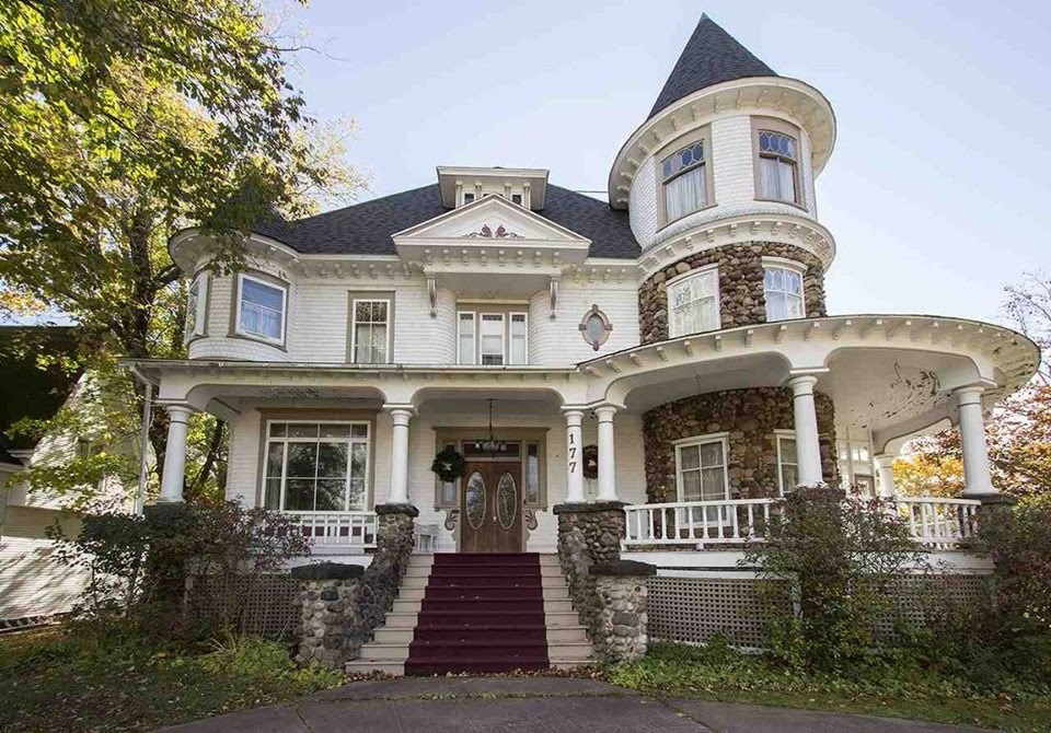 1906 Queen Anne For Sale In Amherst Nova Scotia