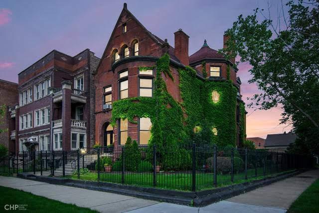 1890 Queen Anne Mansion In Chicago Illinois