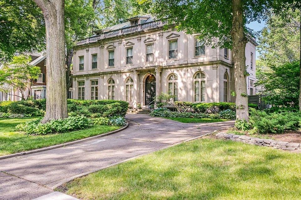 1913 Mansion In Detroit Michigan