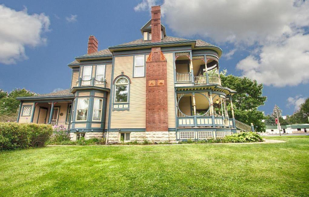 1897 Victorian For Sale In Osceola Iowa