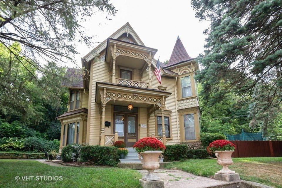 1891 Victorian In Carpentersville Illinois