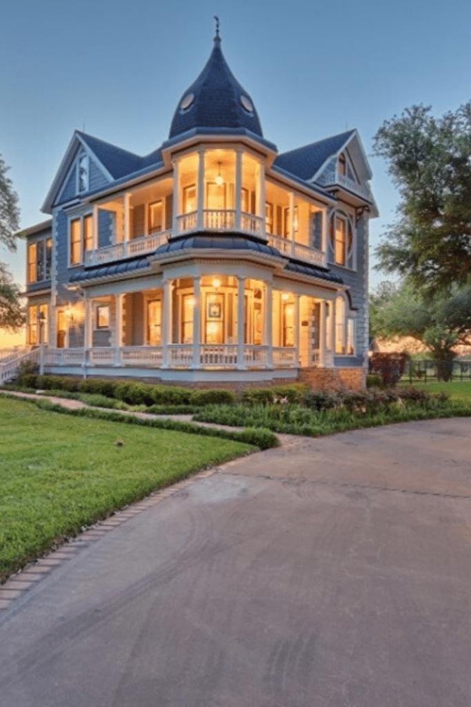 1901 Queen Anne For Sale In Brenham Texas