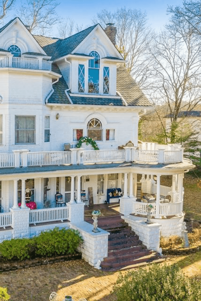 1905 Colonial Revival For Sale In Harriman Tennessee