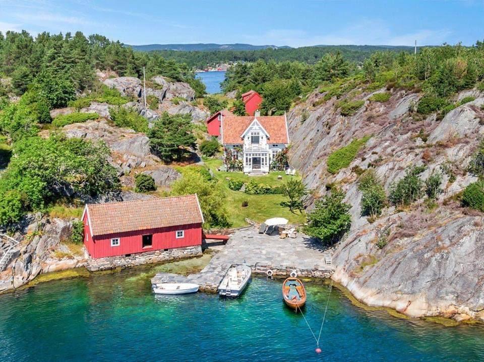 1924 Cottage For Sale In Høvåg Norway