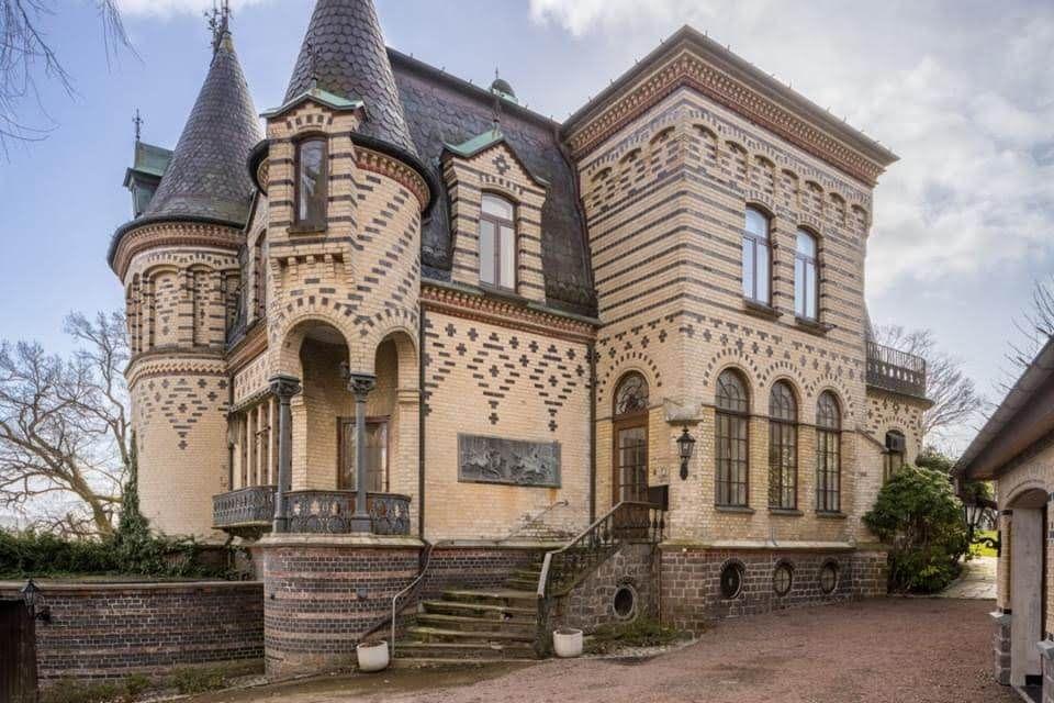 1868 Mansion For Sale In Örgryte Sweden