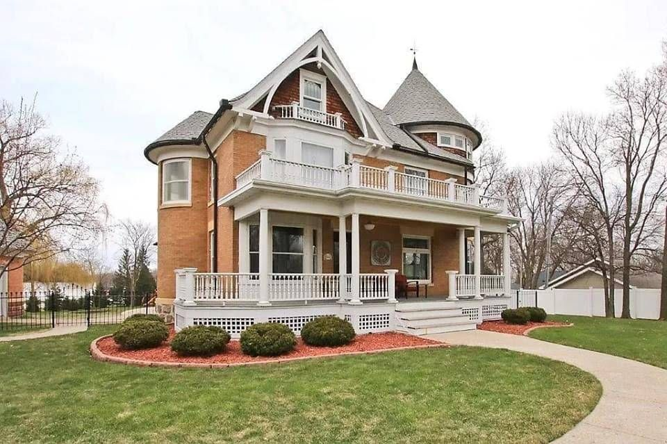 1907 Historic House In Silver Lake Minnesota