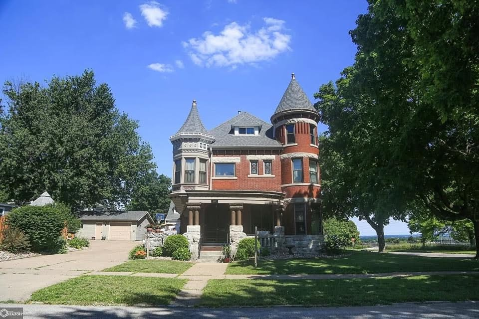 1891 Mansion For Sale In Burlington Iowa