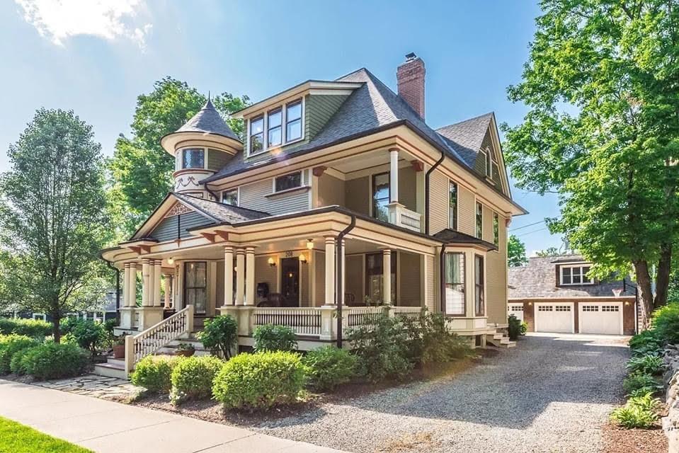 1883 Victorian For Sale In Chelsea Michigan