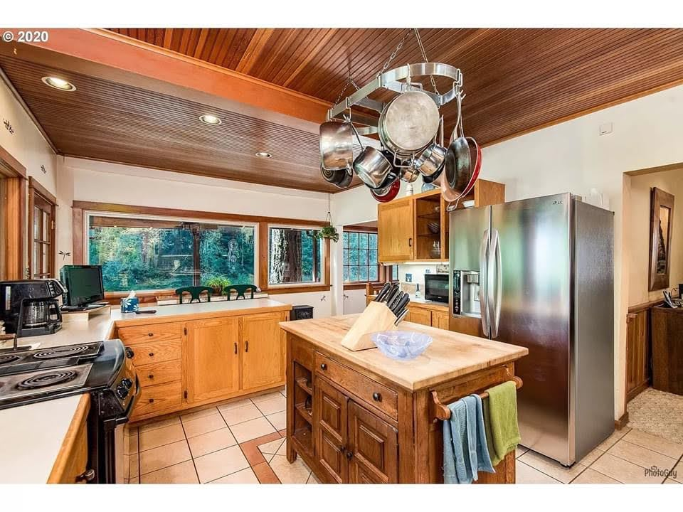 1942 Waterfront Home For Sale In Vida Oregon Captivating