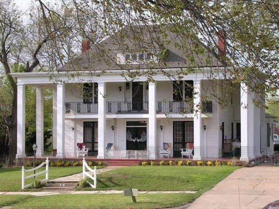 1892 The White Peacock Inn For Sale In Guthrie Oklahoma