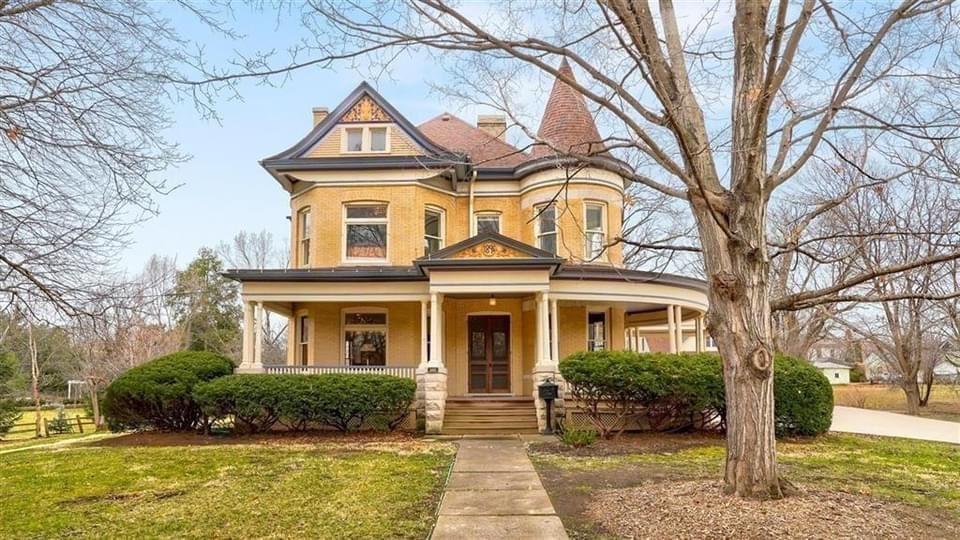 1895 Victorian For Sale In Fairfield Iowa