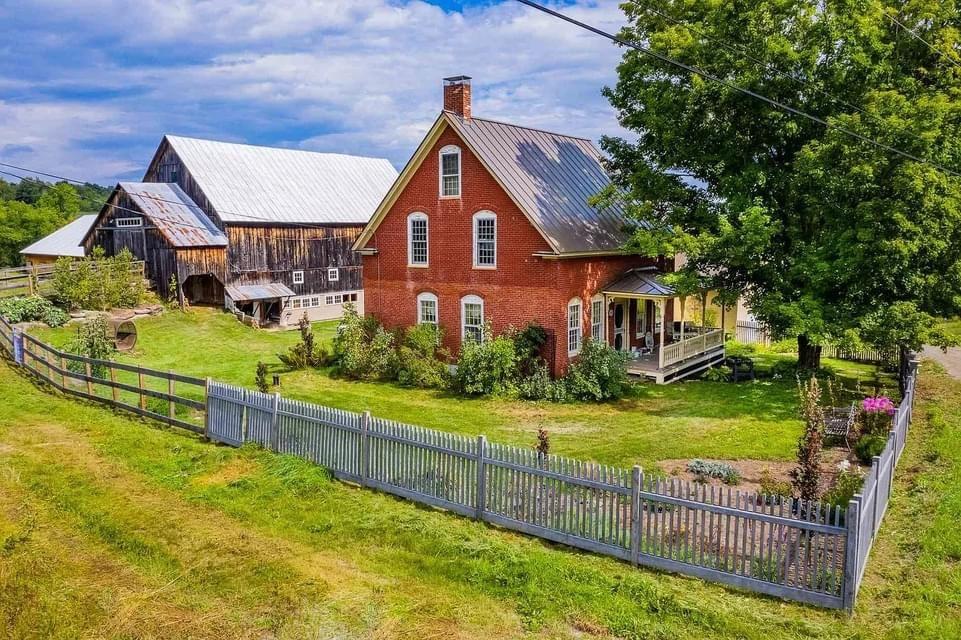 1824 Farmhouse For Sale In Tunbridge Vermont