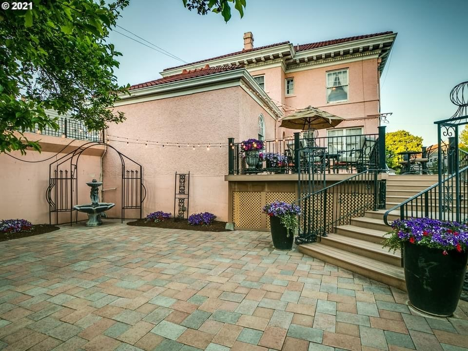 1917 Colonial Revival For Sale In Pendleton Oregon