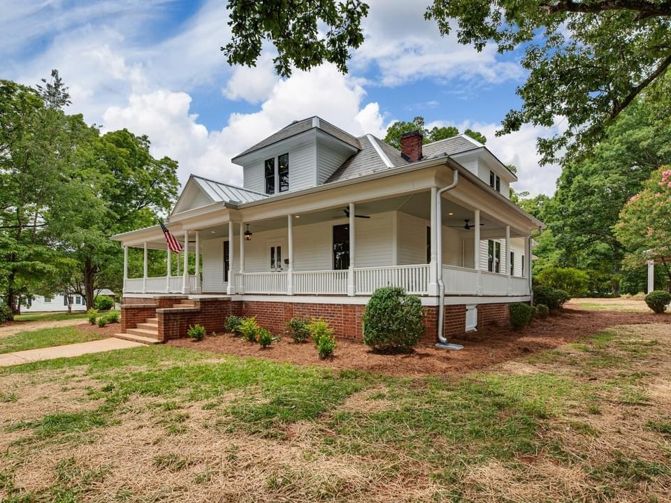 1913 Farmhouse For Sale In Belmont North Carolina