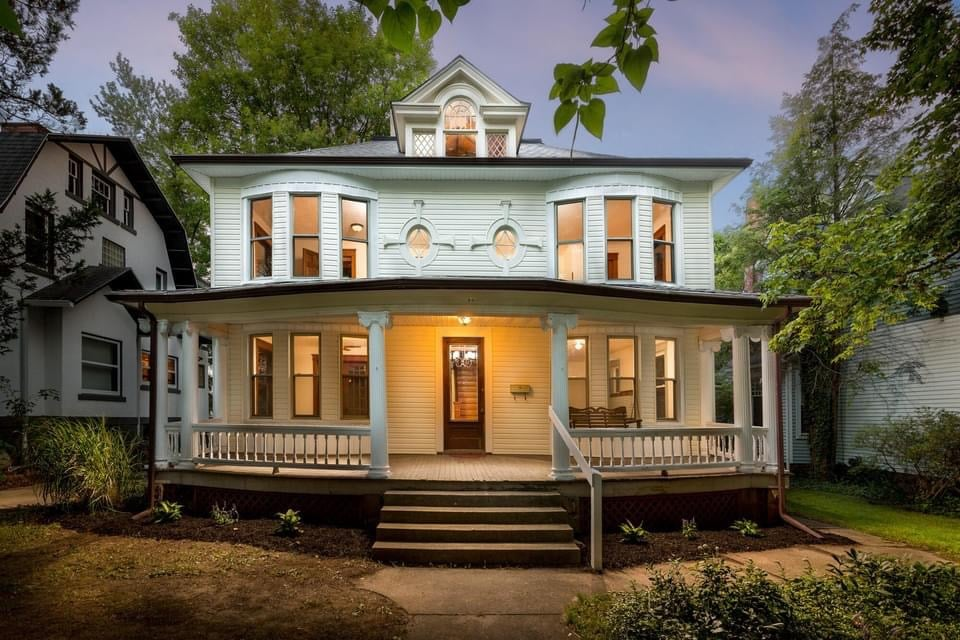 1905 Foursquare For Sale In Mansfield Ohio — Captivating Houses