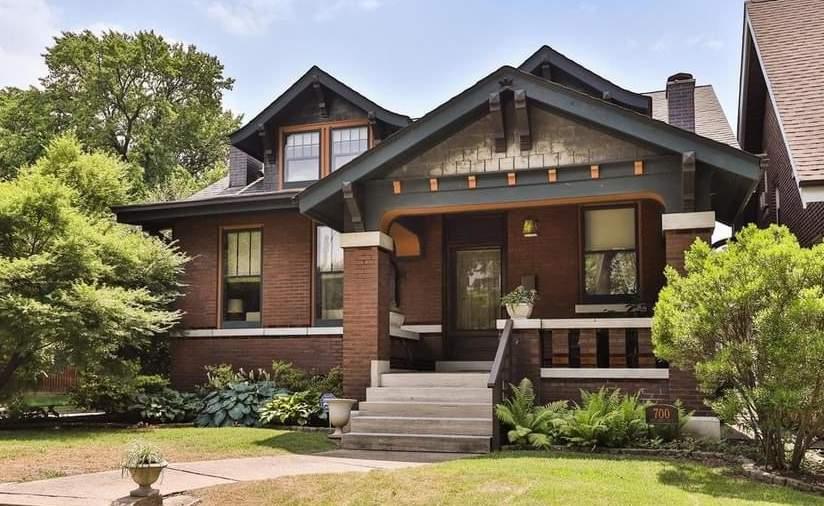 1912 Craftsman For Sale In Saint Louis Missouri — Captivating Houses