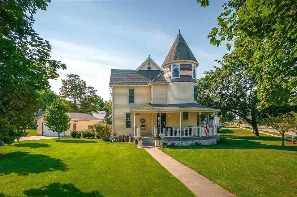 1890 Victorian For Sale In La Porte City Iowa