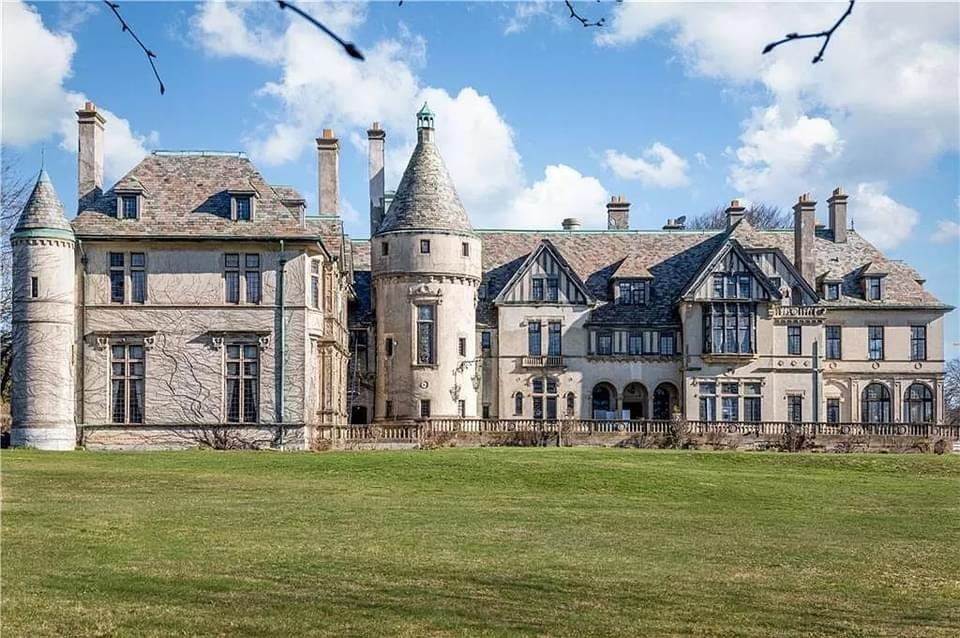 1907 Mansion For Sale In Newport Rhode Island — Captivating Houses