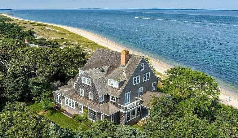 1893 Victorian For Sale In Vineyard Haven Massachusetts — Captivating Houses