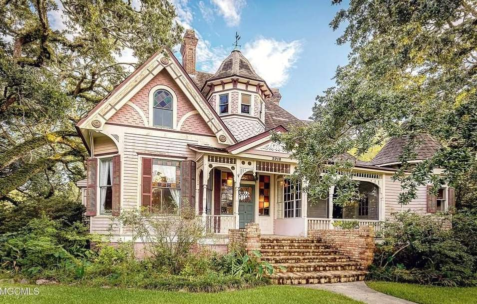 1895 Victorian For Sale In Moss Point Mississippi — Captivating Houses